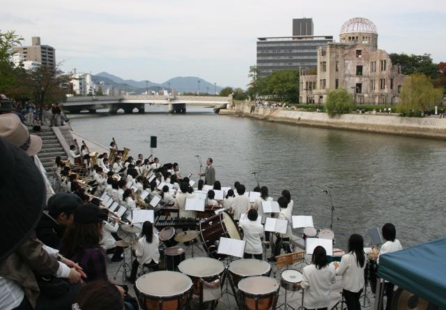 IMG_7243 水辺のコンサート 基町高校吹奏楽団 W