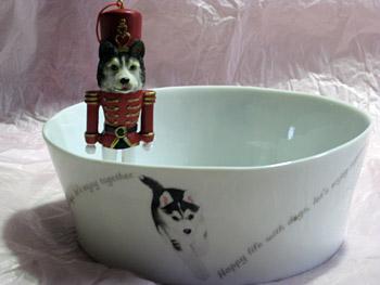 皿にフィギアを入れてみた