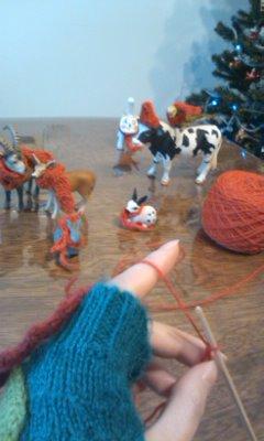 動物たちに編んでるところ