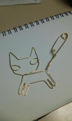 ネコの安全ピン型キーホルダー