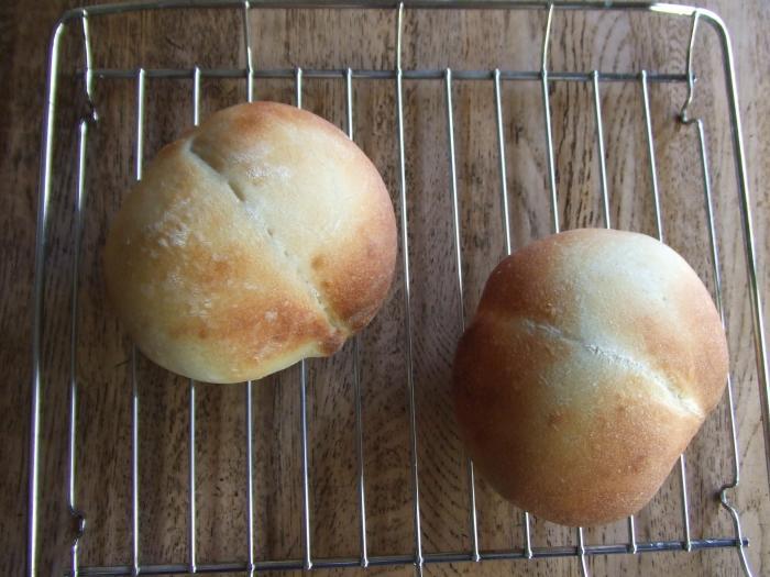 手づくり酵母パン焼き上がり