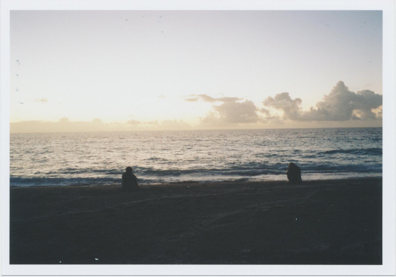 日の出と2人