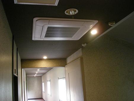 廊下のエアコン
