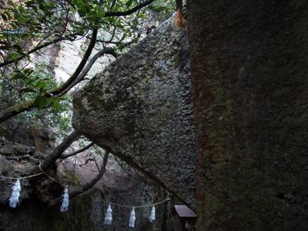 巨石の裏CIMG0018