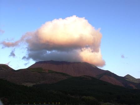 由布岳の雲P1011148