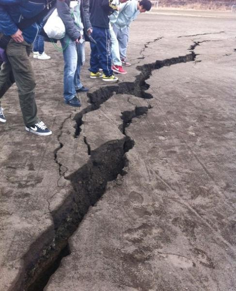 110312powerful_earthquake_in_640_09.jpg