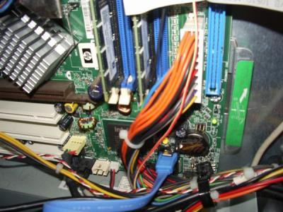 HP d330 ST 内部 SATAコネクター付近