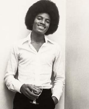 MJ-____-michael-jackson-20020520-346-422.jpg