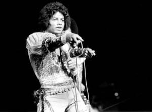 MJ-tours-michael-jackson-6891343-1050-772.jpg