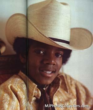 Michael-king-of-music-michael-jackson-18062352-406-480.jpg