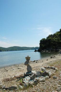 いつもの島から石のアート