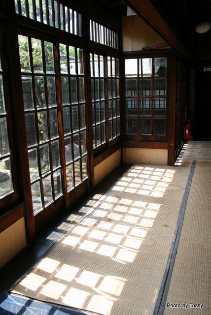 カットガラスの縁廊下