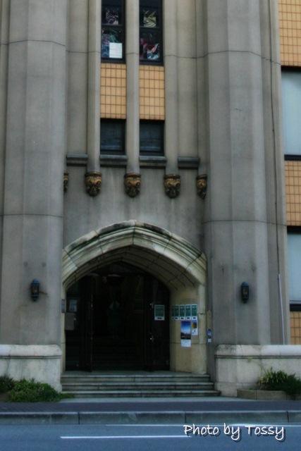 旧神戸市立生絲検査所正面玄関アーチ