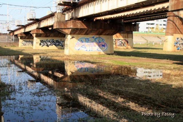 橋脚の落書きアート