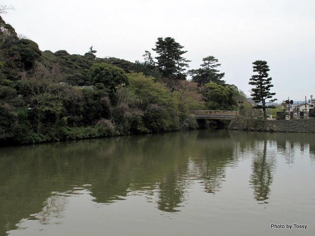 内堀と稲荷橋