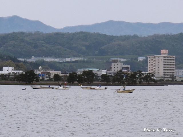 嫁が島とシジミ漁の舟