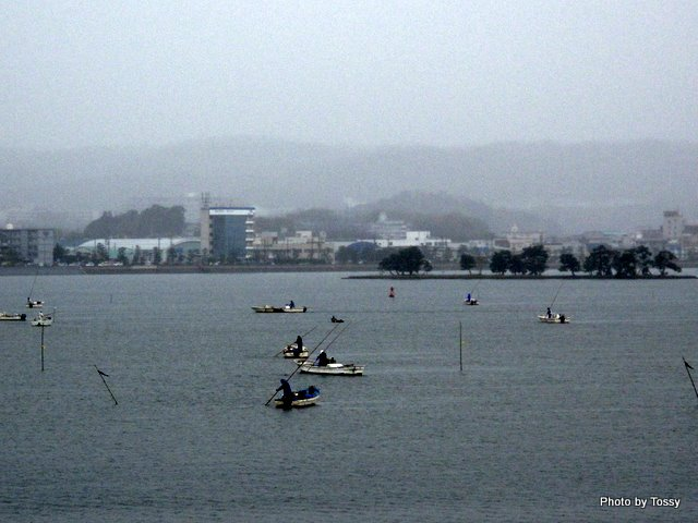 嫁ケ島とシジミ漁の舟3