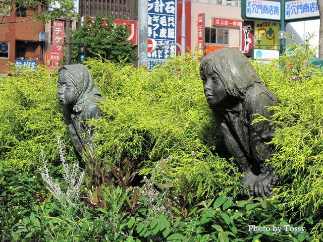 元町駅前広場の女の子像