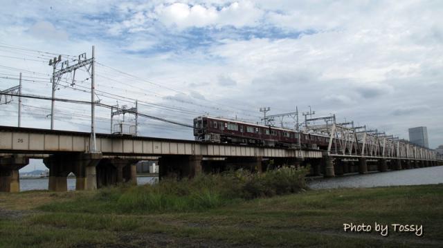 鉄橋を走る阪急電車 神戸線