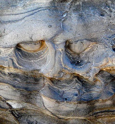 090814ドクロ岩