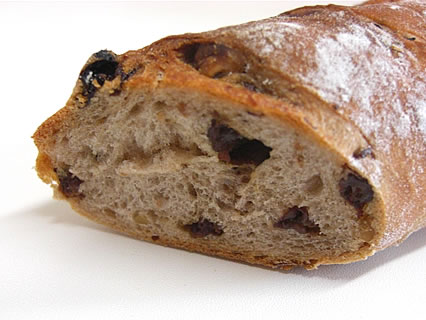 ポポロ くるみとすぐりのライ麦パン 断面