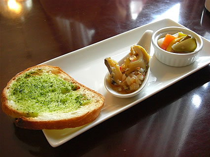 喫茶らあく 手打ちパスタ パンチェッタとズッキーニのトマトソース(前菜)