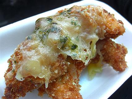 キッチンぴじょん ささみフライのチーズ焼き(180円)