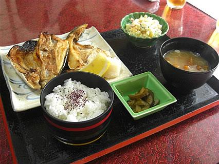 食事処 味喜や カンパチかま、かぶと焼定(680円)