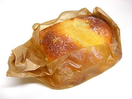 パン焼き工房ノイエ バナナメロンパン(140円)