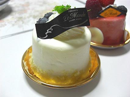 欧風菓子工房 ルモンド レアチーズケーキ(284円)