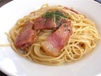 イタリア大衆食堂 Primo Piatto(プリモピアット) カルボナーラ(550円)