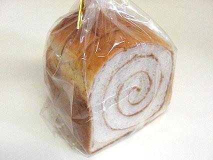 道の駅ひろさき「サンフェスタいしかわ」 パン倶楽部 シナモンロール(130円)