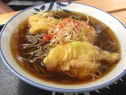 漁港ストア いか天そば(370円)