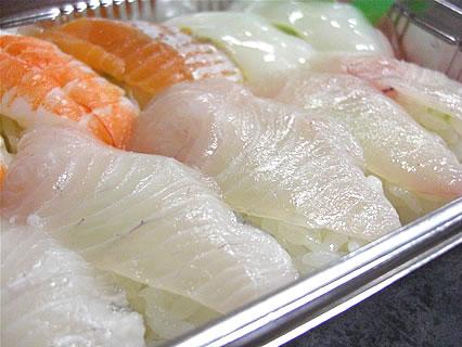八食センター 勢登鮨 八食センター支店 カンパチ寿司 アップ