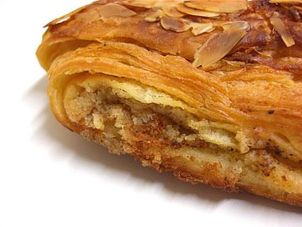 バーニャのパン(Pain bagnat) クロワッサン・オ・ザマンド 側面
