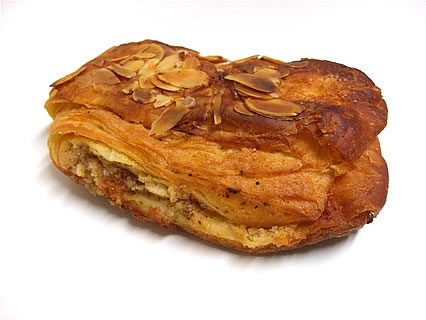 バーニャのパン(Pain bagnat) クロワッサン・オ・ザマンド(190円)