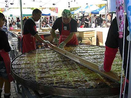 2011 津軽の食と産業まつり 巨大アップルパイギネスに挑戦する会実演