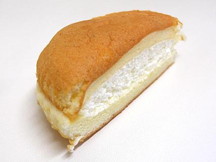 大竹菓子舗 十和田通り店  魔女の生チーズサンド 断面