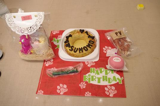 ケーキと誕生日プレゼント