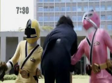 Samurai Sentai Shinkenger Episode 32  Part 1.avi_000435763