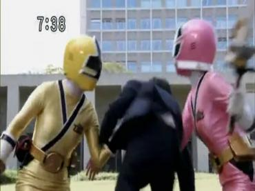 Samurai Sentai Shinkenger Episode 32  Part 1.avi_000435972