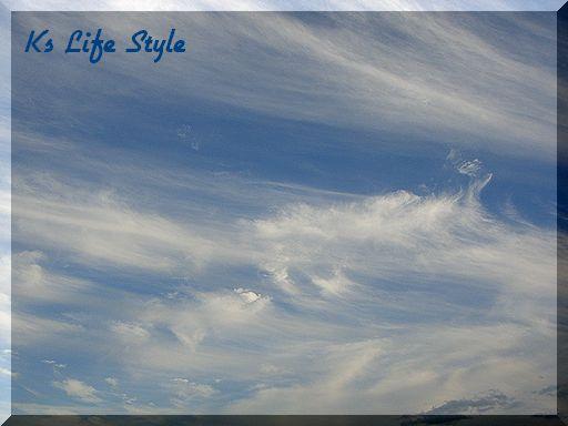 流れる雲は水彩のよう・・・