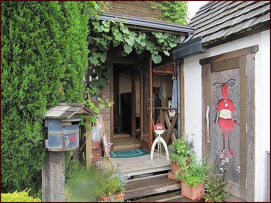 とらくべんのお庭 入り口.jpg