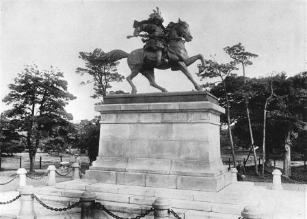 宮城前楠木正成公銅像