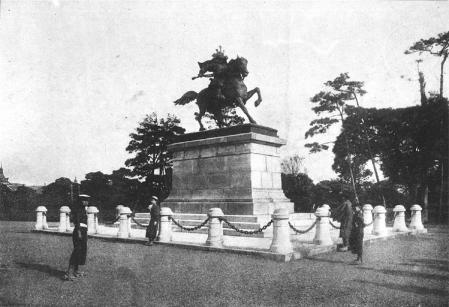 楠公銅像2