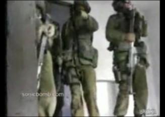 閃光手榴弾を投げ損なっちゃった軍隊の突入訓練 と 爆発失敗