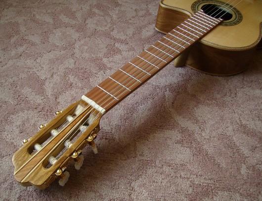 菊ギター第14号完成指板全体斜