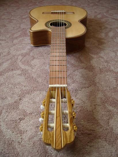 菊ギター第14号完成指板全体ヘッドから