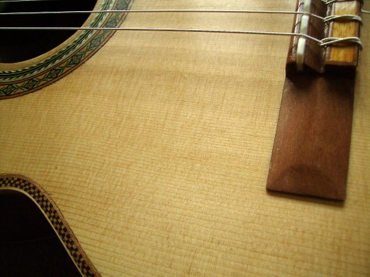 菊ギター第14号完成右ウェスト部アップ