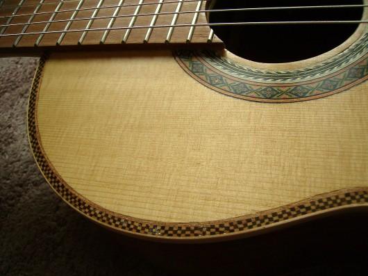 菊ギター第14号完成右肩斜アップ